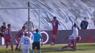 """Figueroa no señala dos penaltis, uno en cada área"""