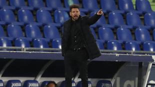 Simeone durante el partido ante el Getafe.