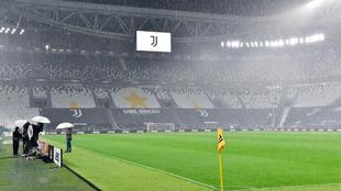 El Juventus Stadium vacío el día que se tuvo que jugar el...