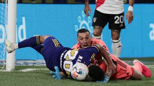 Gonzalo Maroni y Franco Armani durante el Boca vs River.