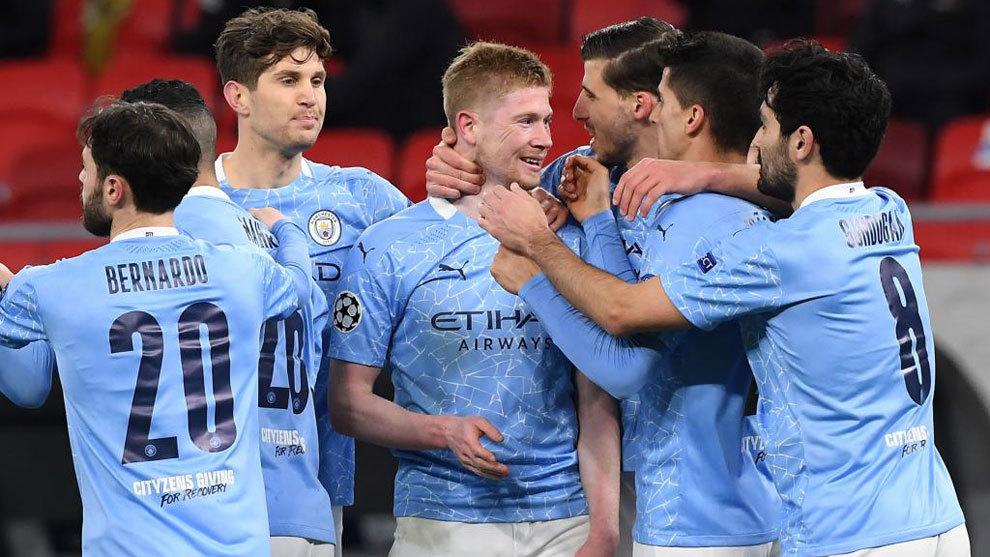 Los jugadores del City celebran el gol de De Bruyne.