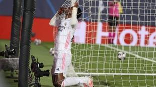 Vinicius Real Madrid Champions - Se lamenta tras su jugada acariciando...