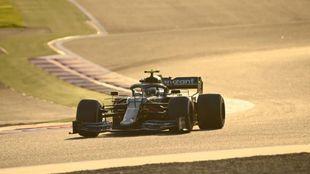 Sebastian Vettel, sobre el Aston Martin en Bahréin.