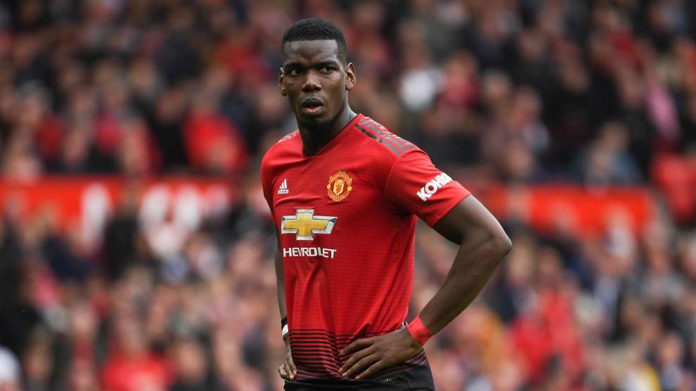 Paul Pogba con la camiseta del Manchester United.