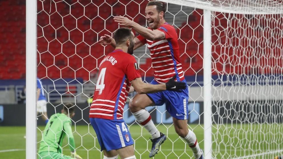 Roberto Soldado celebra el histórico gol que mete al Granada en los...