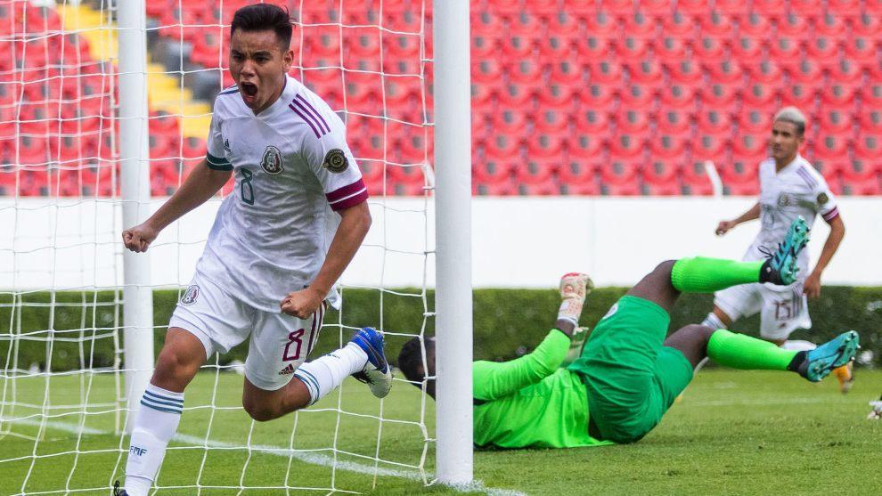 Charly Rodríguez festejando el primer gol de México en el Preolímpico 2021.