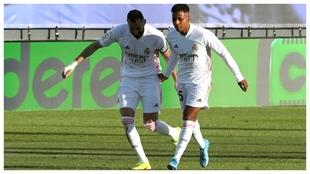 Rodryvo, junto a Benzema, tras el 2-1 al Elche.