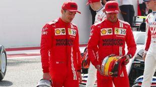 Sainz y Leclerc durante los test de Bahréin.