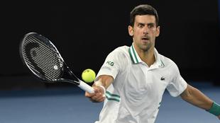 Novak Djokovic en un juego del Australian Open 2021.
