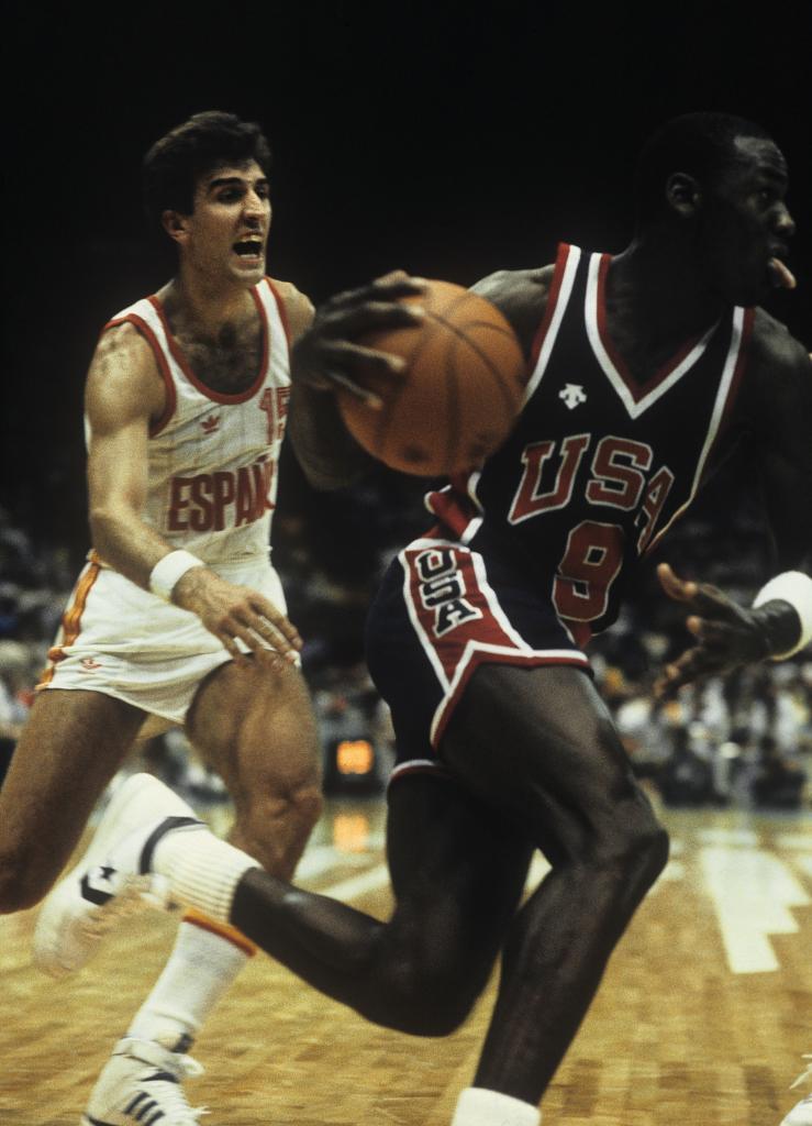 Epì persigue a Michael Jordan