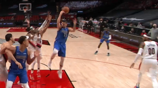 La asistencia de la que habla toda la NBA: la inexplicable brujería ciega de Luka Doncic