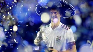 Alexander Zverev luce con la playera de la selección mexicana.
