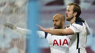 Kane celebra su gol al Aston Villa.