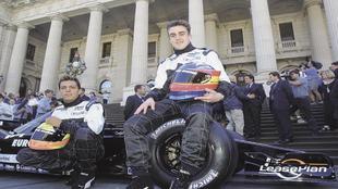 Tarso Marques, junto a Fernando Alonso, en Melbourne en 2001.