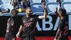 VBenzema y Vinicius con Mendy de testigo, celebran uno de los goles...