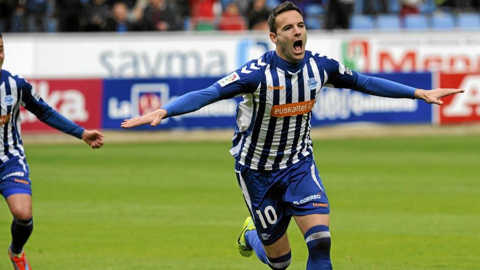 Viguera celebra un gol con el Alavés durante la pasada campaña 2013/2014.
