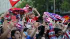 Aficionados del Atlético en Neptuno.