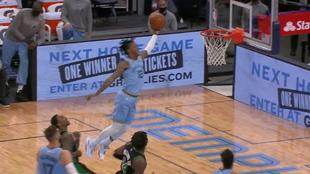 Ja Morant machaca el aro de los Celtics