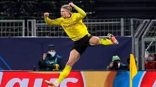 Erling Haaland celebra un gol con el Dortmund.