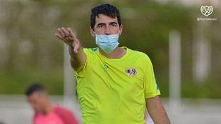 Andoni Iraola durante un entrenamiento con el Rayo Vallecano.