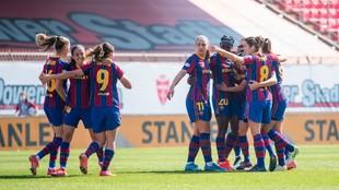 Las jugadoras del Barcelona celebran un gol ante el City en Monza.