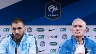 Benzema y Deschamps, en una rueda de prensa conjunta con Francia.