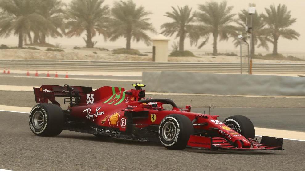 El Ferrari de Carlos Sainz, listo para entrar en la parrilla de salida