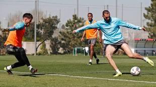 Benzema, en el entrenamiento de esta mañana en Valdebebas.