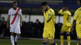 Hugo Fraile se lamenta durante la reciente derrota alfarera contra el...