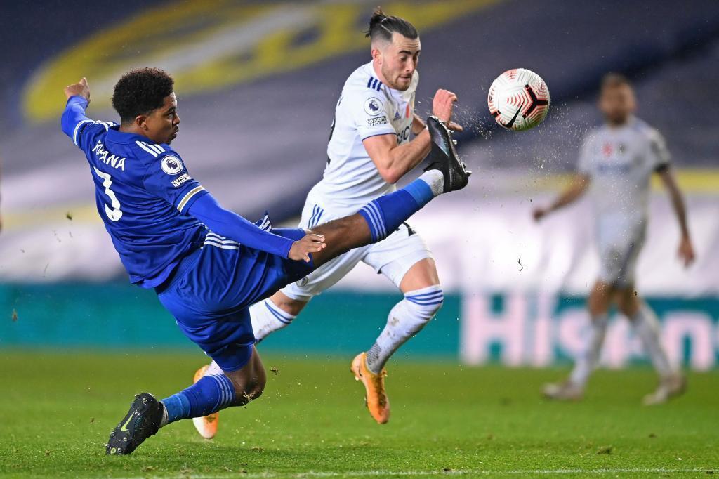 Wesley Fofana durante un encuentro con el Leicester.
