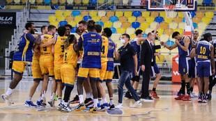 Los jugadores del Gran Canaria celebran su pase a las semis de la...