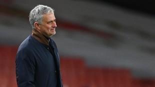 Mourinho gesticula durante un encuentro.