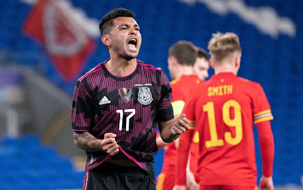 Jesús Manuel Corona durante el partido entre México y Gales.