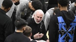 Popovich durante un tiempo muerto en el partido ante los Bulls.