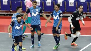 Los jugadores interistas celebran uno de los goles.