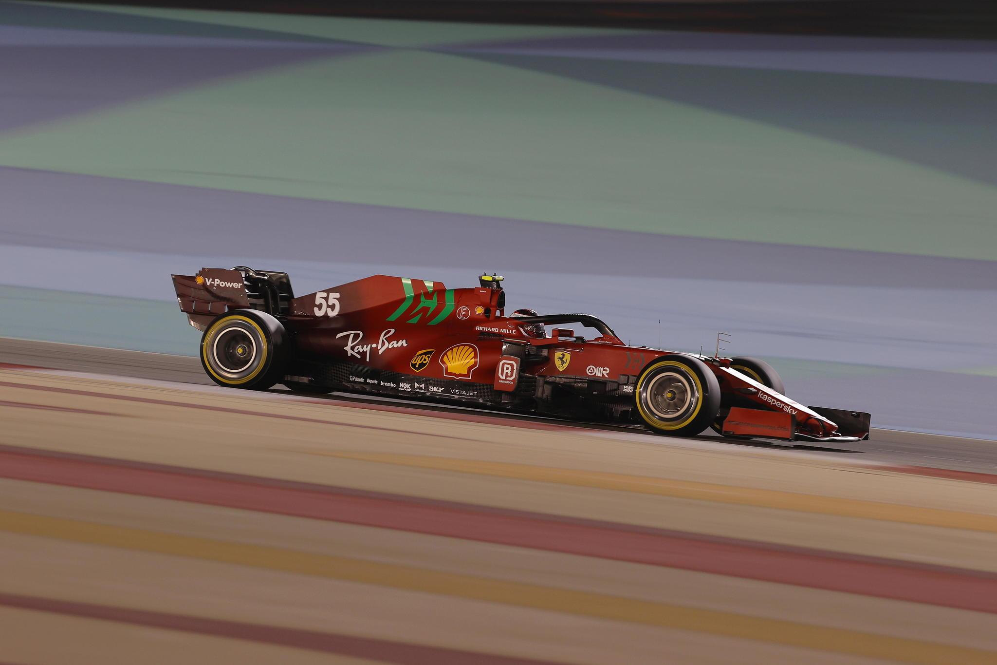 Sakhir (Bahrain), 28/03/2021.- Spanish Formula One driver Carlos lt;HIT gt;Sainz lt;/HIT gt; of Scuderia Ferrari Mission Winnow in action during the 2021 Formula One Grand Prix of Bahrain at the Sakhir circuit near Manama, Bahrain, 28 March 2021. (Fórmula Uno, Bahrein) EFE/EPA/VALDRIN XHEMAJ