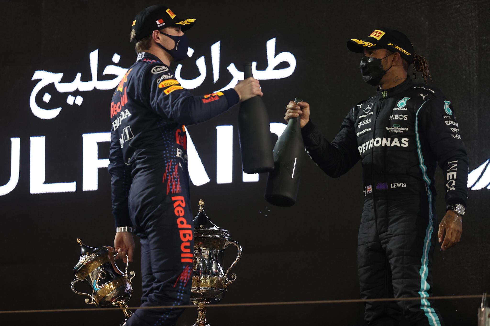 Max Verstappen y Lewis Hamilton en Bahrein