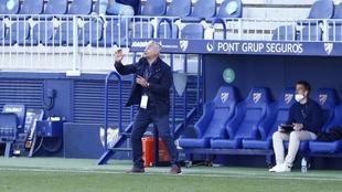 Sergio Pellicer gesticula durante un partido