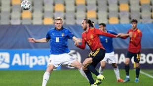 Mingueza durante el partido ante Italia