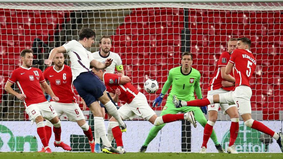 Inglaterra sufre para mantener el paso perfecto ante una Polonia sin Lewandowski