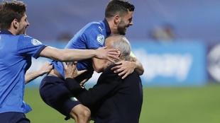 Cutrone celebra uno de sus goles con Italia sub 21.