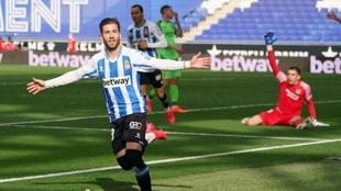 Embarba celebra su gol ante la desesperación de los fuenlabreños
