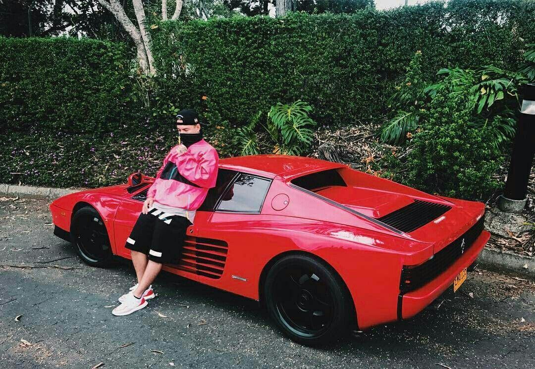 El Ferrari 512 Testarossa de J Balvin.