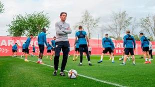 Marcelino, durante un entrenamiento en Sevilla.