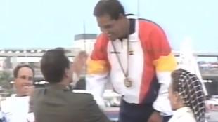 José María Van der Ploeg recibe la medalla de oro