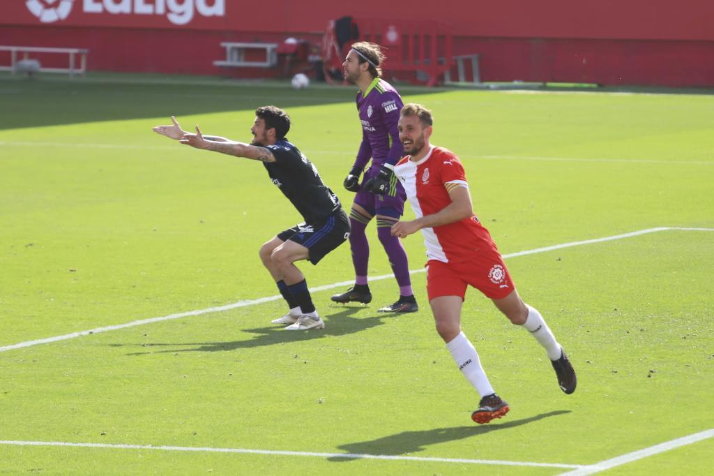 Stuani celebra el primer gol del partido ante la desesperación de sus...
