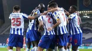 Tecatito Corona dio asistencia en la victoria del Porto.