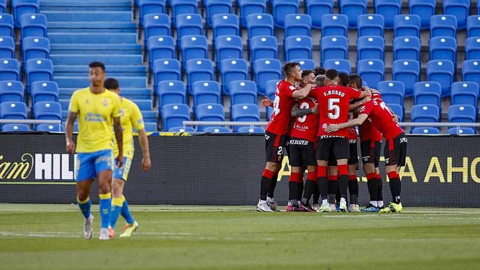 Los jugadores del Mallorca celebran el tanto inicial en el Gran...
