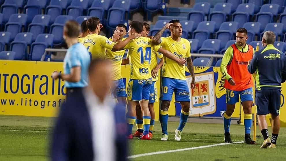 Araujo celebra con sus compañeros el empate ante el conjunto balear