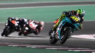 Rossi, durante la segunda carrera disputada en el circuito de Losail...